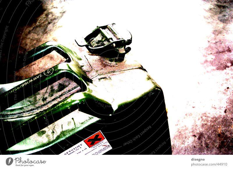 explosiv Kanister Benzin brennbar Brandstiftung Elektrisches Gerät Technik & Technologie bezinkanister