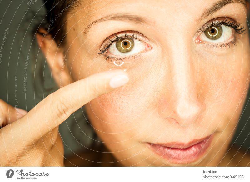 contacts Kontaktlinse Tageslinsen Mensch Haut Brille Augenheilkunde Optiker Linse Frau feminin Europäer caucasian schön Mund Nahaufnahme Porträt Hochformat