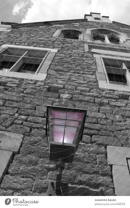 Violetta Haus violett Licht schwarz weiß Lampe Architektur Gebäde Reaktionen u. Effekte Beleuchtung