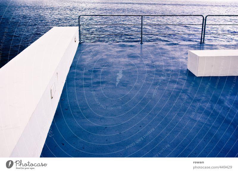 weissblau Wasser Meer See nass Schwimmbad Geländer Bauwerk graphisch Rechteck Balken