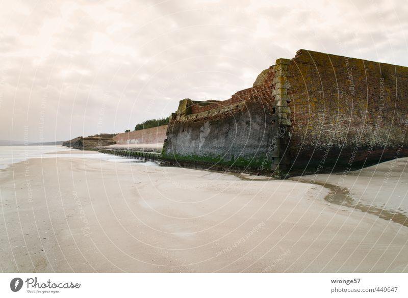 Größenwahn alt Stadt Strand dunkel Wand Mauer Küste braun Deutschland Fassade Europa Insel verfallen Bauwerk Verfall Ostsee