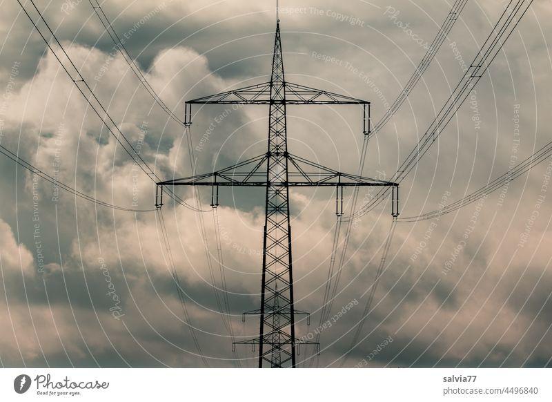 Hochspannung Energie Elektrizität Strommast Energiewirtschaft Hochspannungsleitung Technik & Technologie Stromtransport Energiewende Energiekrise Stromtrasse