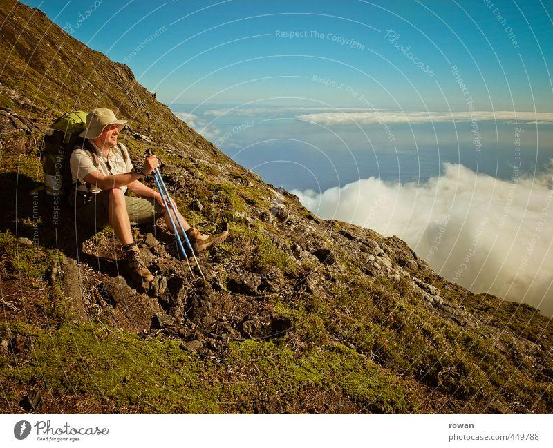 bergsteiger Mensch maskulin Junger Mann Jugendliche Erwachsene Wolken Hügel Felsen Alpen Berge u. Gebirge Gipfel Ferne frei Fröhlichkeit Glück Unendlichkeit