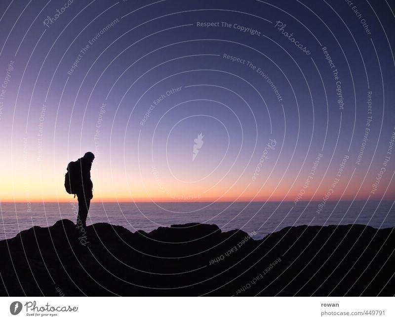 gipfelblick Mensch Himmel Natur Ferien & Urlaub & Reisen Jugendliche Mann Erholung Landschaft Junger Mann Ferne Umwelt Erwachsene Berge u. Gebirge Felsen