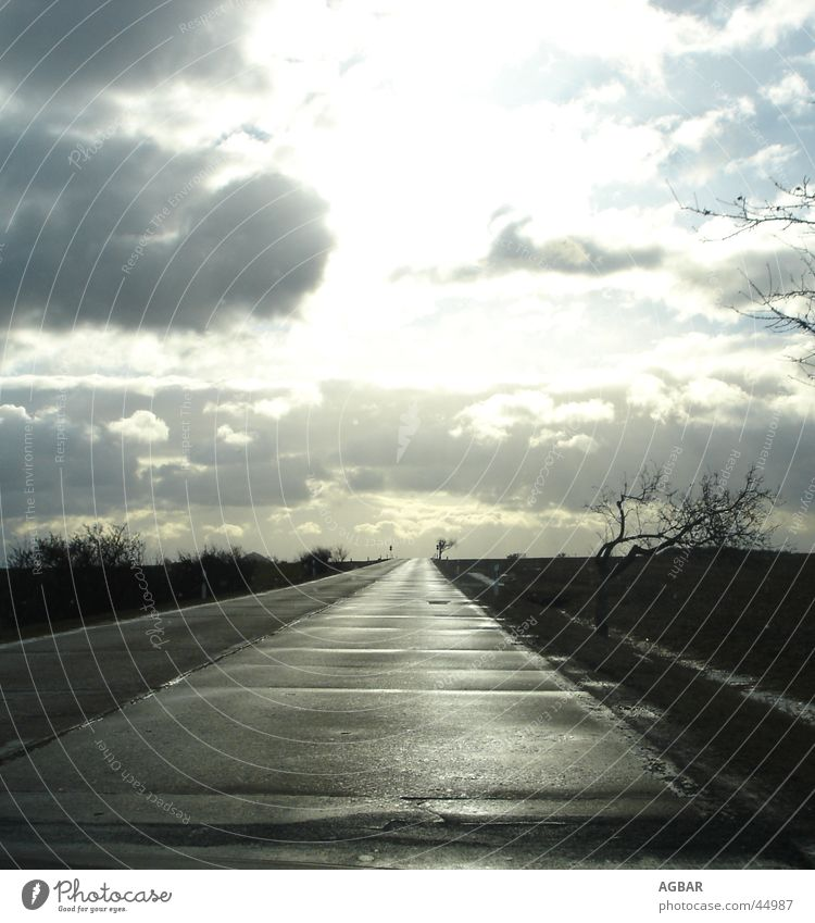 Zeig mir den Weg Sonne Wolken Straße Horizont Niveau