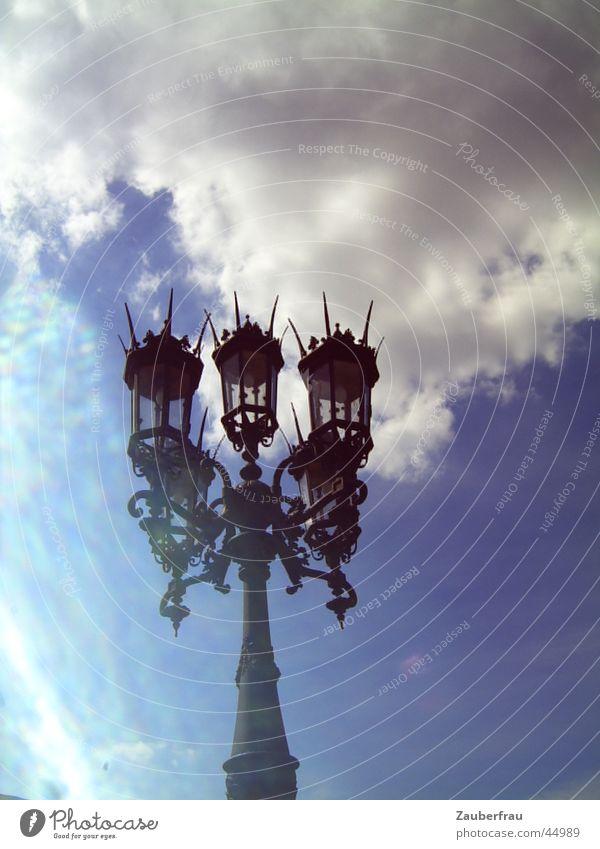 Könige des Himmels Wolken Stil Laterne historisch Lichtspiel Schnörkel