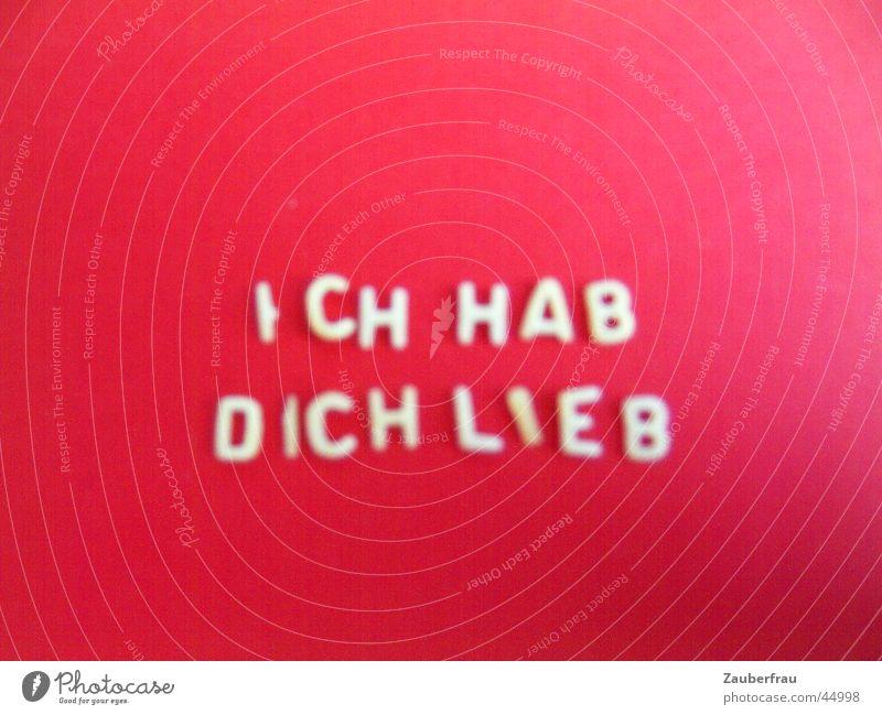 Stilles Bekenntnis auf rot! Liebe 1 gebastelt Tonpapier Buchstaben Nudeln gelegt