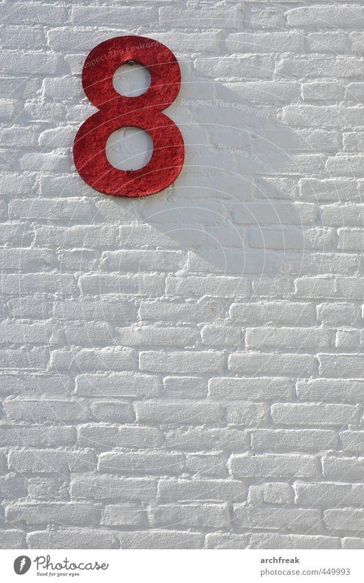 Ocho. weiß rot Leben Mauer Holz Stein Stimmung Kraft Zufriedenheit authentisch Schilder & Markierungen frisch Dekoration & Verzierung Schriftzeichen Fröhlichkeit ästhetisch