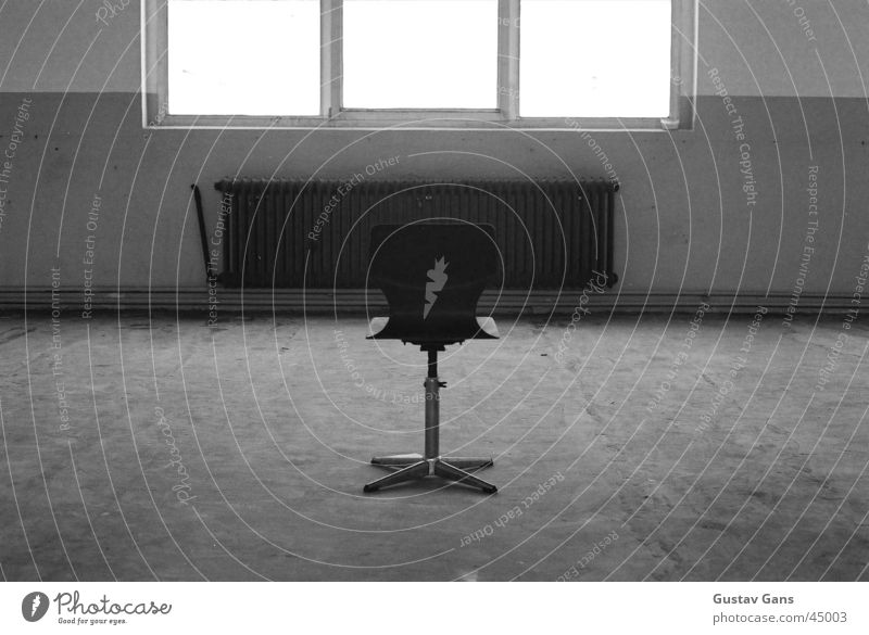 Leere Haus Fenster Stuhl Strahlung Schwarzweißfoto