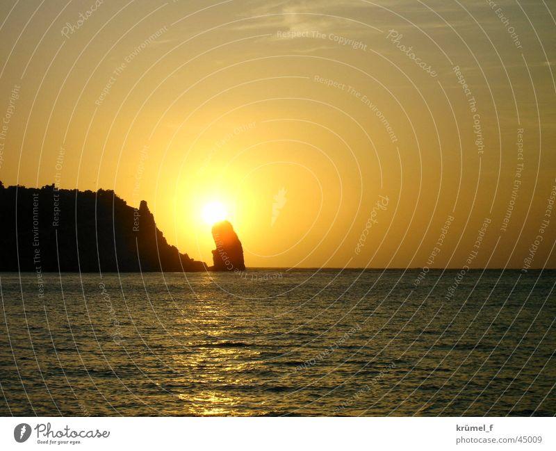 Ein Stück Freiheit Sonne Meer Ferien & Urlaub & Reisen ruhig Ferne Felsen Europa Sehnsucht