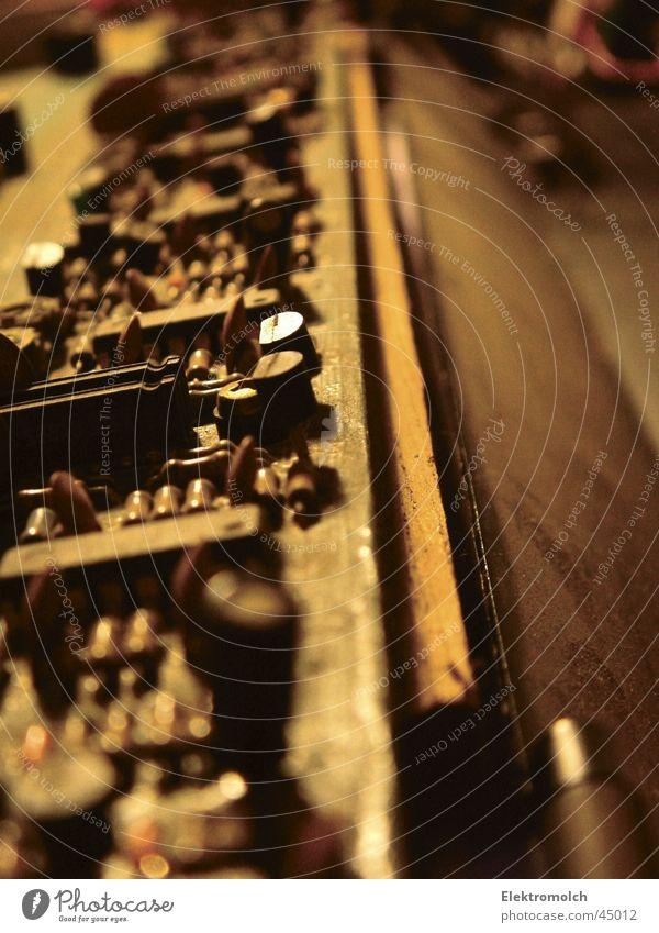 Inside Roland Juno 60 schön Musik Holz Computer Technik & Technologie Tastatur analog Musikinstrument Staub elektronisch Vorgesetzter Taste Popmusik Mikrochip Achtziger Jahre Orgel