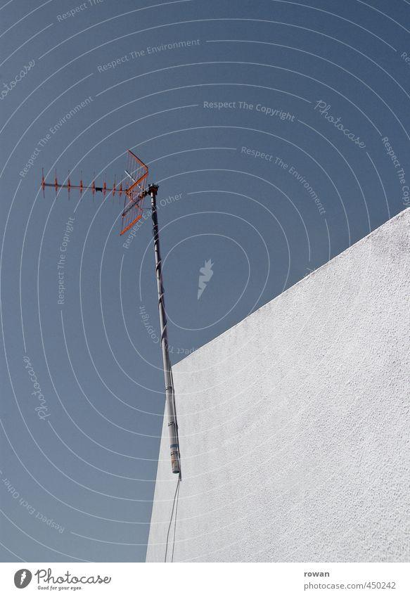 guter empfang alt Haus Gebäude Fassade Kommunizieren Telekommunikation Dach Technik & Technologie Bauwerk Handy Fernseher Radio Stab Antenne Fernsehen schauen