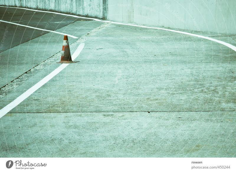 kegel rot Straße Linie Verkehr Schilder & Markierungen einzeln Beton Asphalt Verkehrswege Kurve Autofahren links Straßenverkehr Verkehrsmittel Verkehrsschild Verkehrszeichen