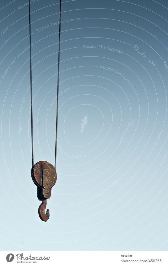 haken Industrie alt Haken Kran heben Gewicht Stahlkabel Himmel Metall hängen Rost Farbfoto Außenaufnahme Menschenleer Textfreiraum rechts Textfreiraum Mitte