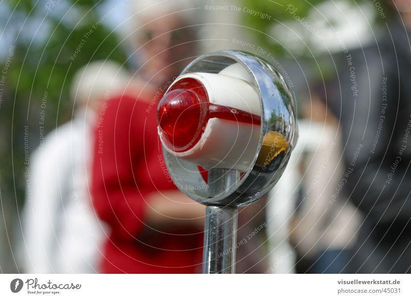 rotes auge Oldtimer Lampe Rücklicht Chrom schön Elektrisches Gerät Technik & Technologie PKW alt Lichtsignal Design Rotlicht