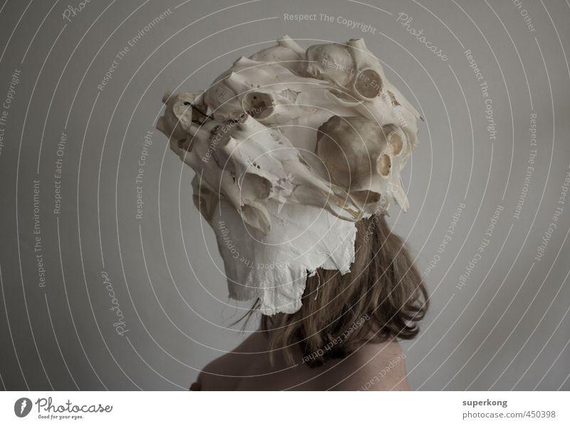 Skull Mensch Jugendliche Einsamkeit Junge Frau Erwachsene 18-30 Jahre feminin Tod Haare & Frisuren Kopf Kunst Körper blond Haut Trauer Frauenbrust