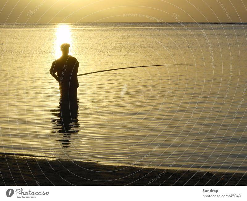 Angler auf Mauritius Wasser Strand Ferien & Urlaub & Reisen