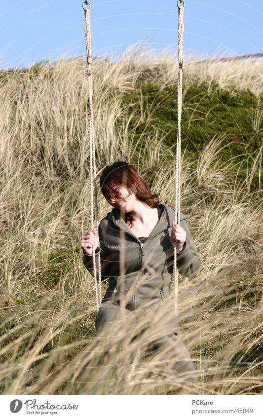 Dünenschaukel Frau Ferien & Urlaub & Reisen ruhig Wiese Gras Wind Romantik Stranddüne Schaukel Sylt Stroh