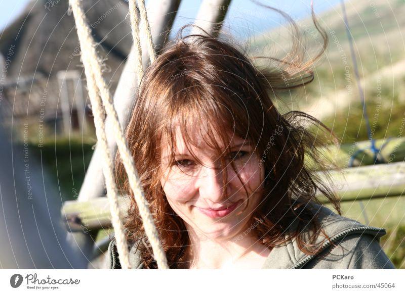 Dünenschaukel III Frau Jugendliche Gesicht ruhig Haare & Frisuren Stimmung Wind Seil authentisch natürlich brünett Lächeln positiv Schaukel langhaarig wehen