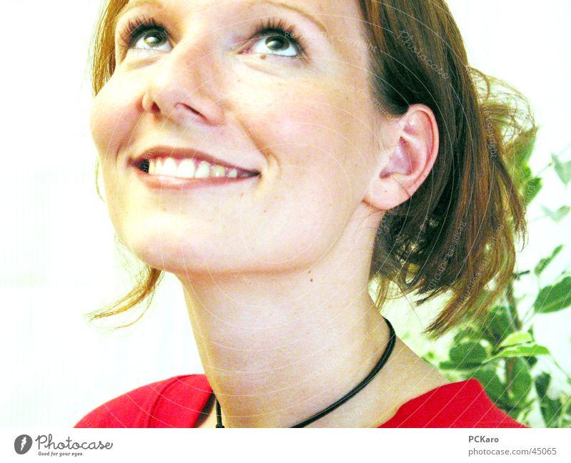 Portrait Frau rot Gesicht lachen Grimasse Gute Laune