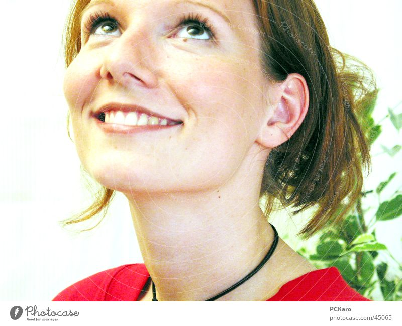 Portrait Frau rot Grimasse Gute Laune lachen Gesicht