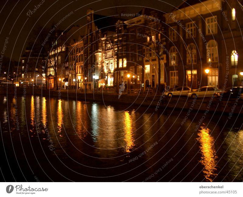 Amsterdam bei Nacht dunkel Haus Wasserstraße Europa Abwasserkanal Wasserreflektion Wasserspiegelung