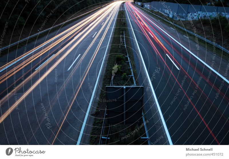 Bahnlichtlinien Verkehr Verkehrswege Autofahren Autobahn Geschwindigkeit Rücklicht Lichterscheinung Lichteffekt Farbfoto Außenaufnahme Menschenleer Abend
