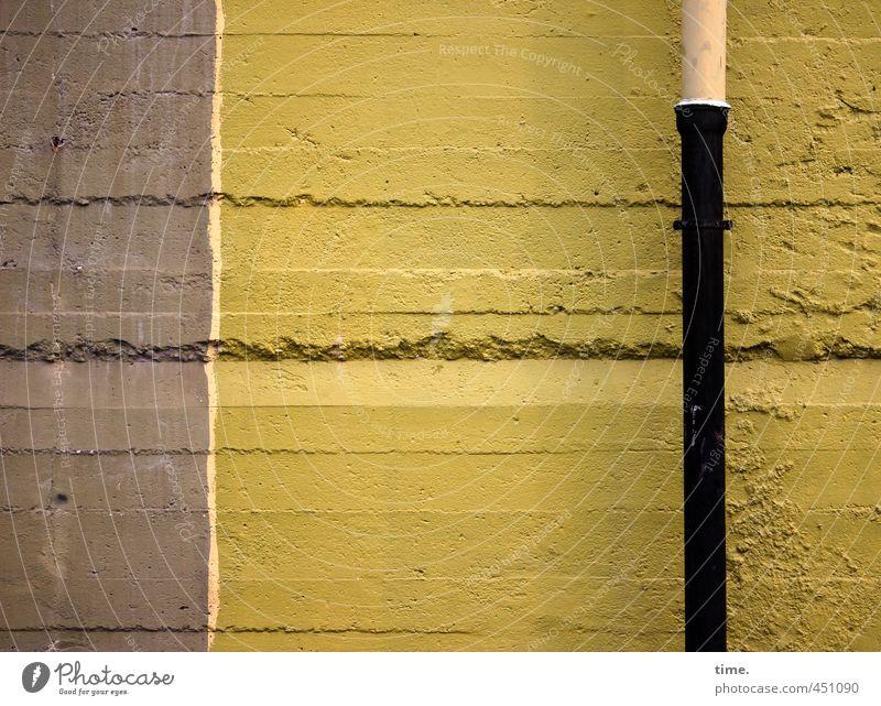 Auslaufmodell | gepflegt im Abgang Dienstleistungsgewerbe Baustelle Sanitäranlagen Regenrohr Bauwerk Gebäude Bunker Mauer Wand Fassade Fallrohr Stein Beton