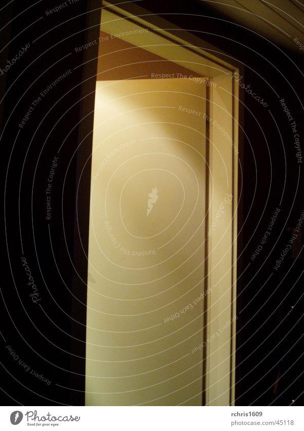 der rettende ausweg dunkel hell Tür Häusliches Leben Eingang Ausgang