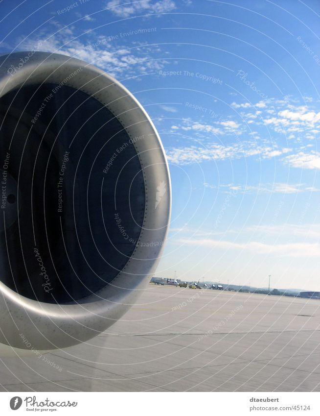 Höhenflug Flugzeug Antrieb Ferien & Urlaub & Reisen Wolken Fenster Luftverkehr düse blau Himmel silber Straße
