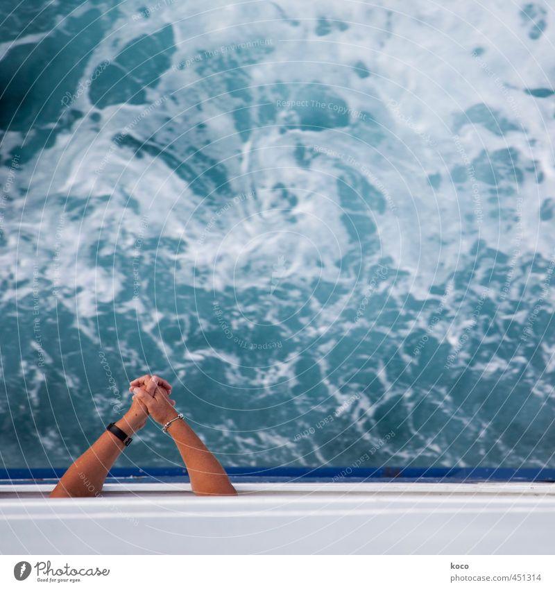 Überfahrt Mensch blau Wasser weiß Sommer Hand Meer Einsamkeit Umwelt Frühling Wege & Pfade Wasserfahrzeug Linie träumen braun Kraft