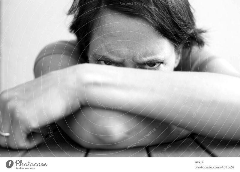 N E I N . Frau Erwachsene Leben Gesicht 1 Mensch 30-45 Jahre Blick Aggression bedrohlich Wut Gefühle uneinig Verachtung Ärger gereizt Feindseligkeit Frustration