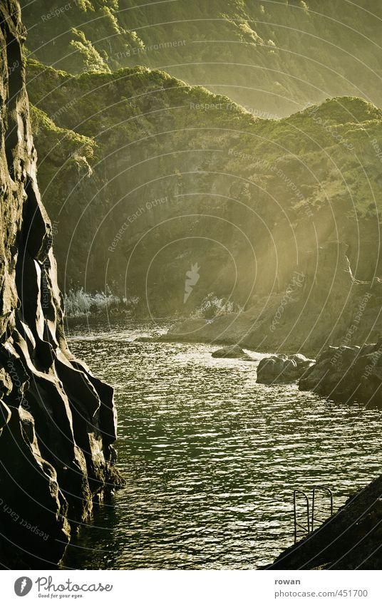 azoren schwimmbad Umwelt Natur Landschaft Sonne Sonnenlicht Wald Urwald Hügel Felsen Berge u. Gebirge außergewöhnlich Wärme grün Abenteuer Idylle