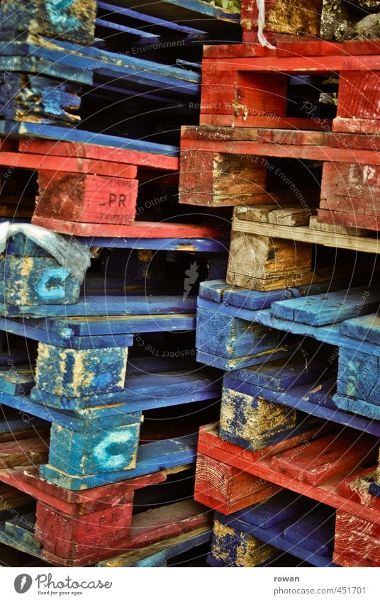 paletten blau Farbe rot Holz Güterverkehr & Logistik Lager Stapel Verpackung Paletten Warenlager