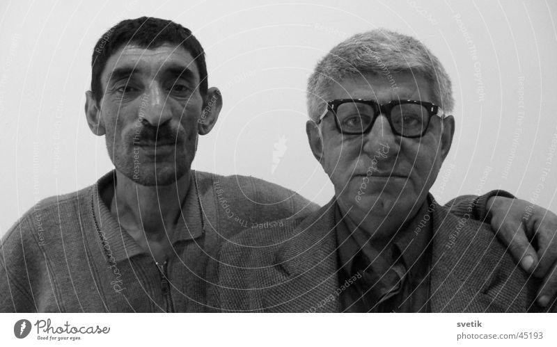 Friends Mann Freundschaft 2 lustig Aserbaidschan Grauwert Duett unzertrennlich Baku