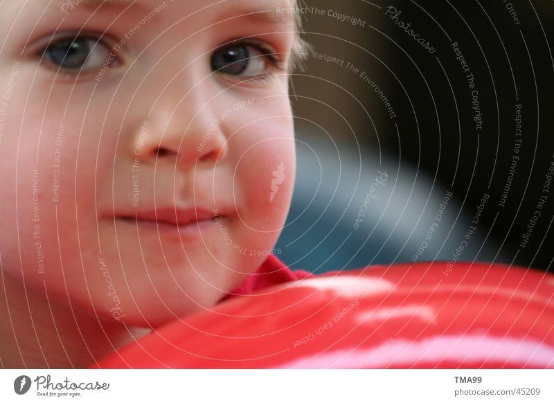 Ich denke, also bin ich. Kind rot Gesicht Denken Ball Gedanke frech