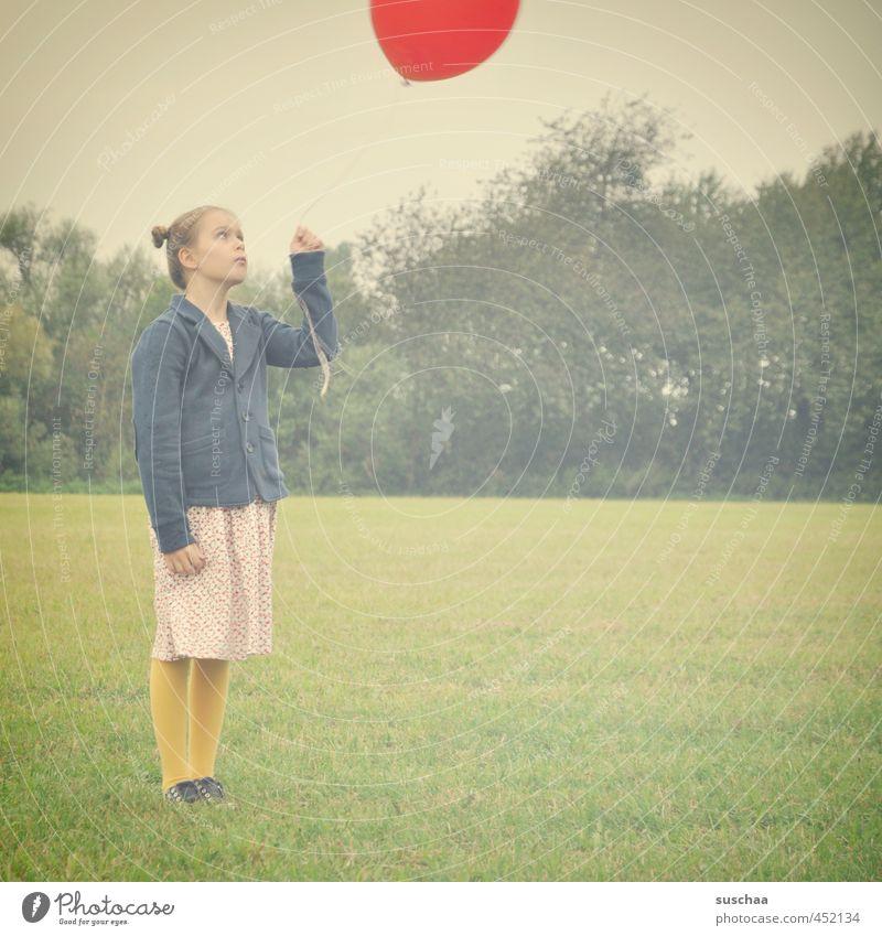 foto mit kind + ballon Mensch Kind Himmel Natur Jugendliche grün Sommer Junge Frau rot Mädchen Gesicht Umwelt Leben feminin Gras lustig