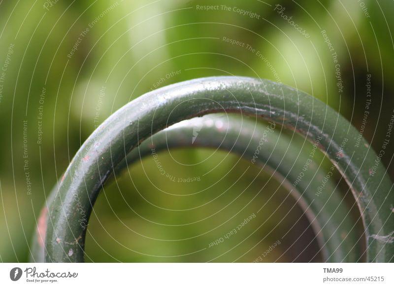 Ringe grün Metall Kreis obskur Müllbehälter Altpapier Metallring