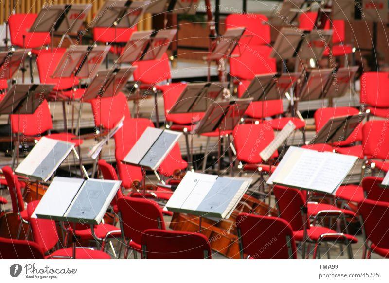 Stille Musik Konzert Orchester Stuhl rot Pause Musiker Musiknoten