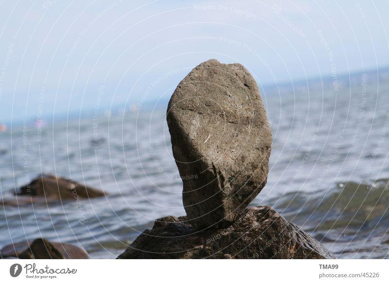 Stein auf Stein Wellen Horizont See Meer Bodensee blau Wasser Himmel