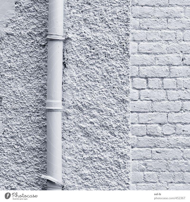 Rohr Häusliches Leben Haus Gebäude Architektur Mauer Wand ästhetisch weiß Backsteinwand Röhren bemalt Schwarzweißfoto Außenaufnahme Nahaufnahme