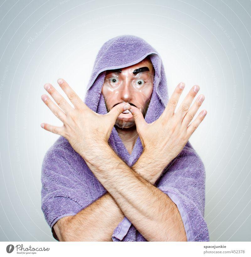Gespenst Mensch Jugendliche Mann Junger Mann Erwachsene lustig außergewöhnlich maskulin verrückt bedrohlich beobachten festhalten violett Maske gruselig Kreuz