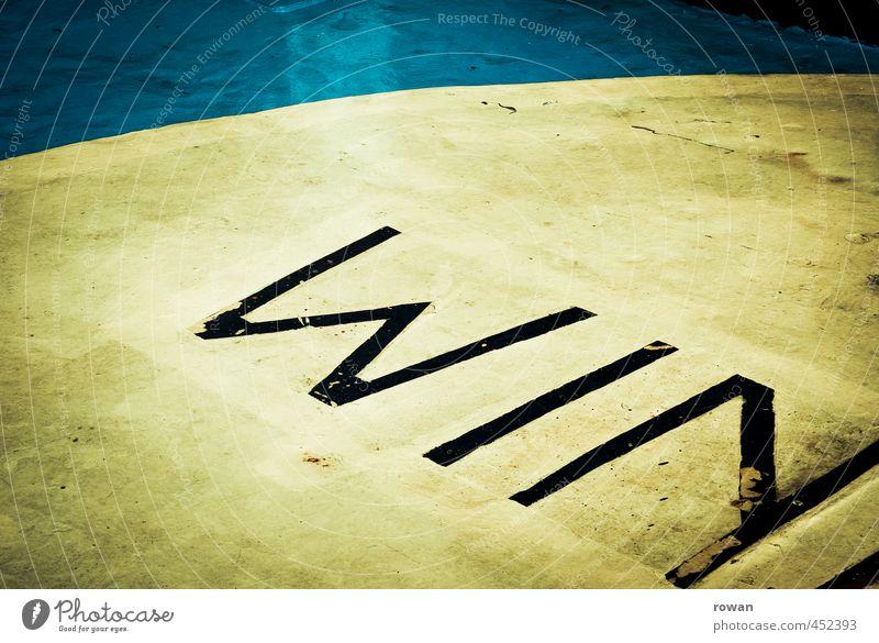 sieg Zeichen Schriftzeichen Schilder & Markierungen rund Erfolg gelb blau Kreis Großbuchstabe Bodenbelag Konkurrenz Graffiti Angeben Farbfoto Außenaufnahme