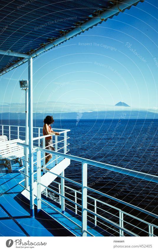 aussicht Mensch Frau Jugendliche Ferien & Urlaub & Reisen blau Sonne Meer Erholung Einsamkeit ruhig Junge Frau Ferne Erwachsene Wärme feminin Küste