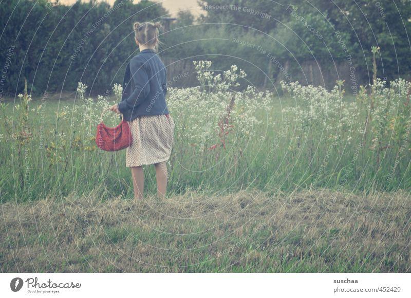 rotkäpp .. äh täschchen feminin Mädchen Junge Frau Jugendliche Kind Kindheit Kopf Haare & Frisuren 8-13 Jahre Umwelt Natur Sommer Blume Gras Wiese Feld Romantik