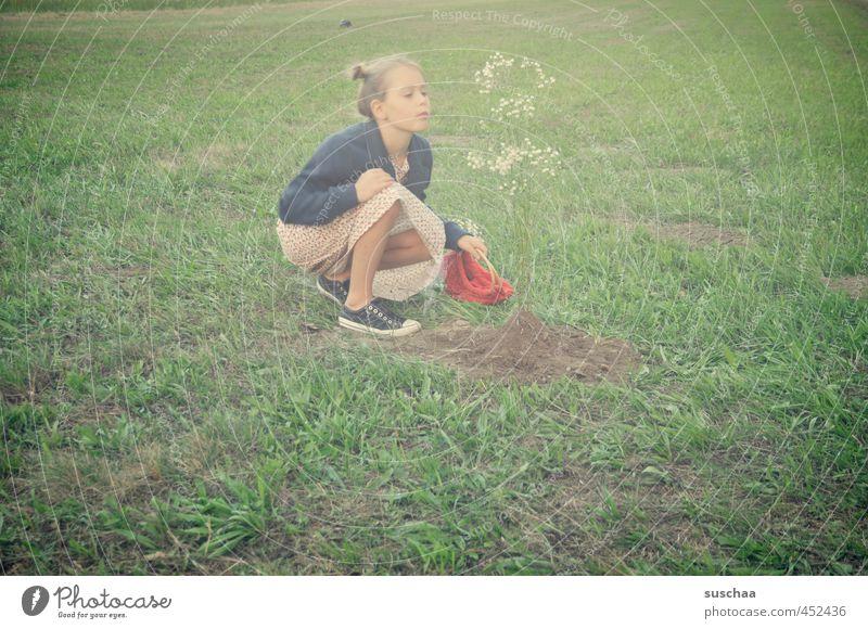blumenbaum pflanzen Mensch Kind grün Pflanze Sommer Baum Mädchen Blume Gesicht Umwelt Wiese feminin Gras Kopf natürlich Garten