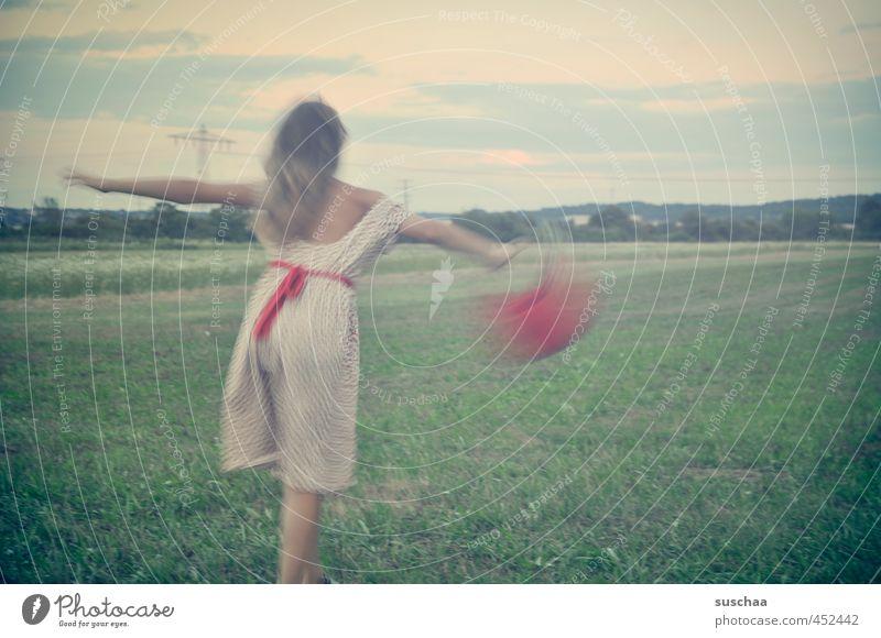 am ende des sommers Mensch Kind Himmel Natur Jugendliche grün Sommer rot Mädchen Junge Frau Freude Umwelt Wiese feminin Bewegung Gras