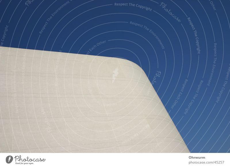weissblau Himmel weiß blau Wand Architektur Ecke Schönes Wetter