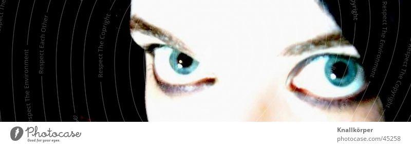 bright eyes Frau blau schwarz Auge bleich