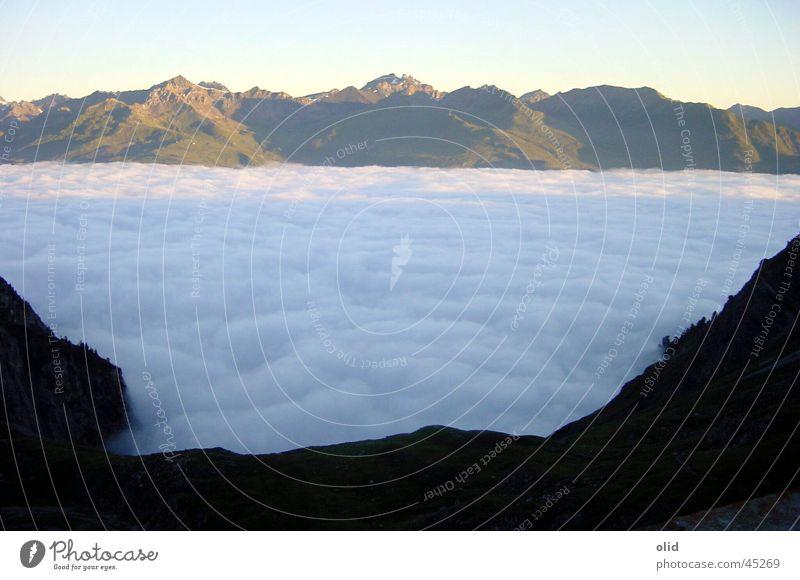 Über den Wolken Ferien & Urlaub & Reisen Wolken Berge u. Gebirge groß geschlossen Decke Tal Wolkendecke